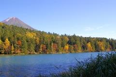 秋のオンネトー.JPG