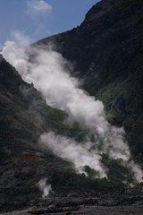 硫黄山立ち上がる煙.JPG