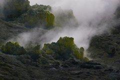 硫黄山の黄色い岩.JPG